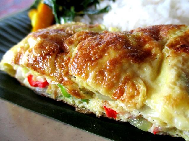 Hari Hari Daun Pisang omelette