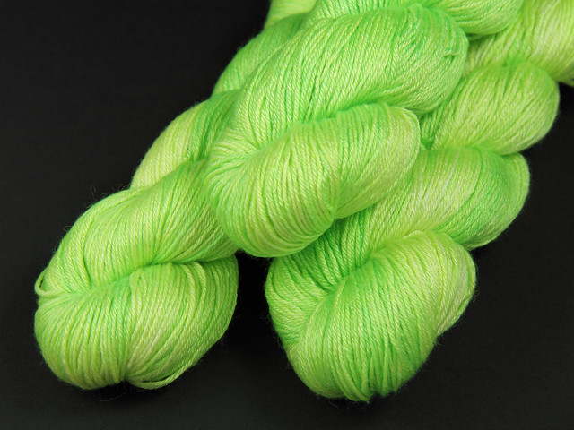 Brilliance 4 Ply – British BFL and silk hand-dyed yarn 'Uranium'