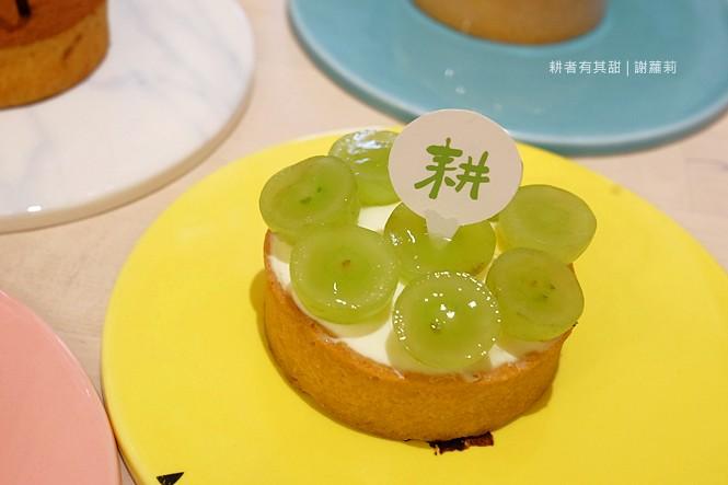 36036649871 b2c2f7cc5d b - 《台中♥食記》耕者有其甜。低調隱身傳統市場內的清新甜點店,又是網美IG打卡新熱點,連甜點都有著超可愛的療癒外型呢!