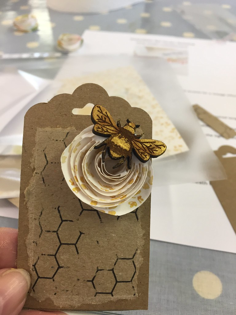 StickerKitten Bee Garden workshop - making tags with spiral flowers and dry brushed gold bees