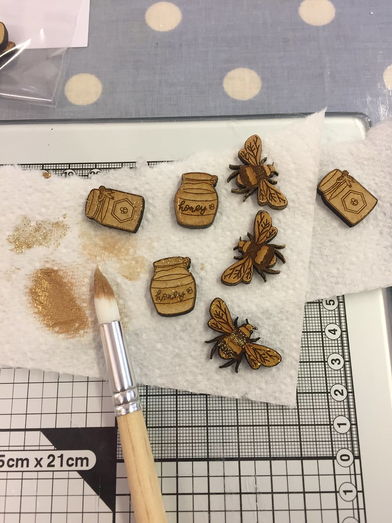 StickerKitten Bee Garden workshop - painting gold bees dry brushing