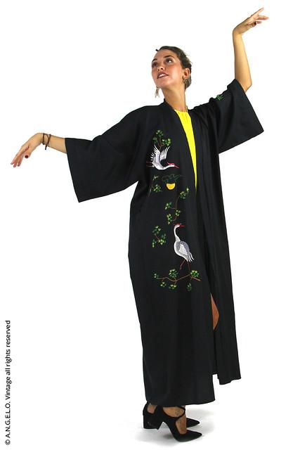 Kimono vintage nero con ricamo uccelli rami