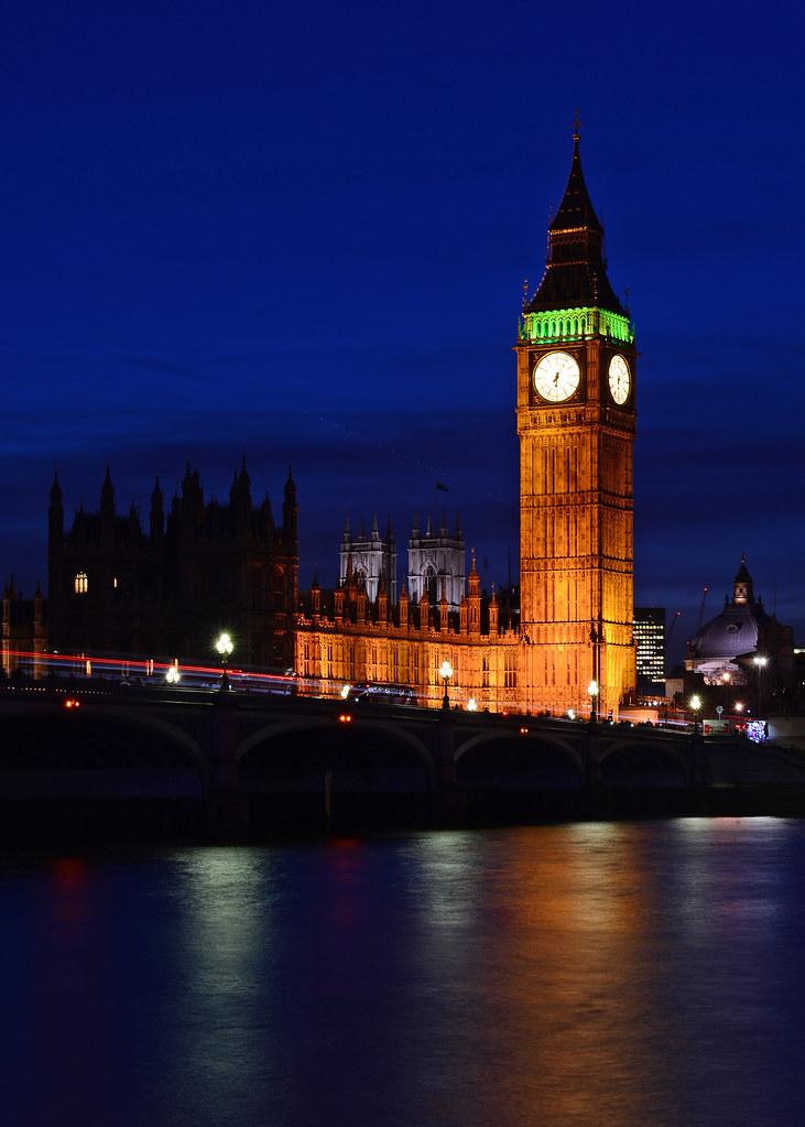 El Bigben y la Abadía de Westminster en la hora mágica