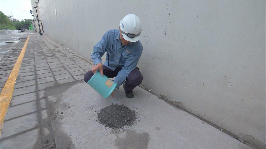 917-1-21目前規範底渣可以做為道路級配粒料、混凝土或磚塊添加料、基地或路堤填築等用途。