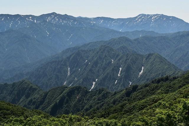 二王子岳から眺める飯豊山