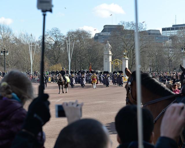 La guardia real inglesa llega poco a poco