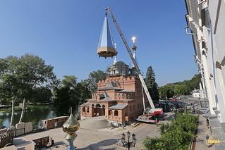 Храм святого Иоанна Русского украсился куполами и крестами