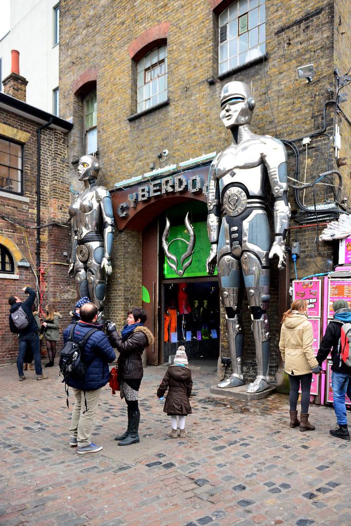 Entrada a la tienda de Ciberdog en Camden Town