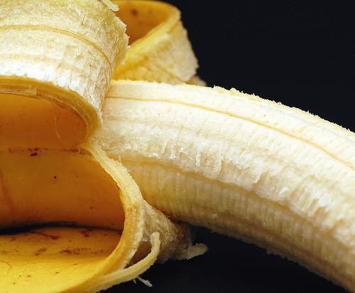 Banane - Reifestufe - unreif, reif mit Zuckerflecken ... Foto: Brigitte Stolle