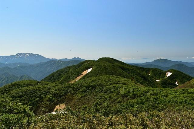 二王子岳から二本木山の稜線