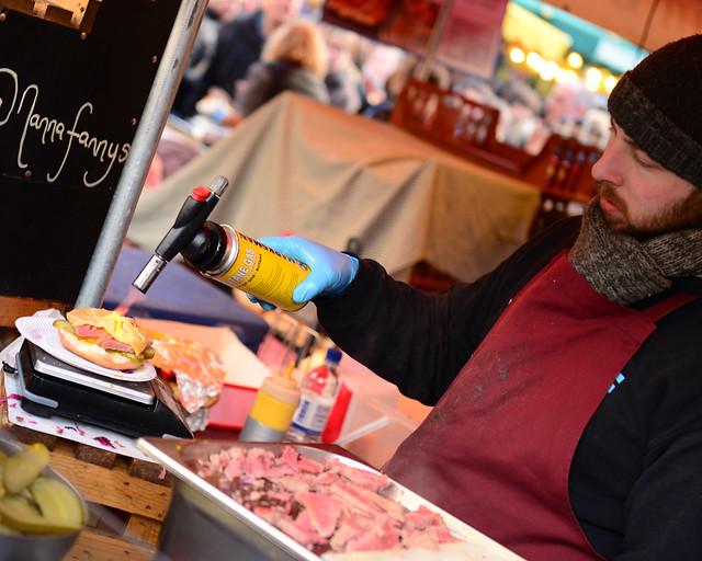 Deliciosas hamburguesas que preparaban en el Borought Market con soplete
