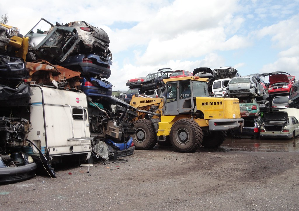 scrap heap / car wrecks   Scrap yard / autodemontagebedrijf …   Flickr