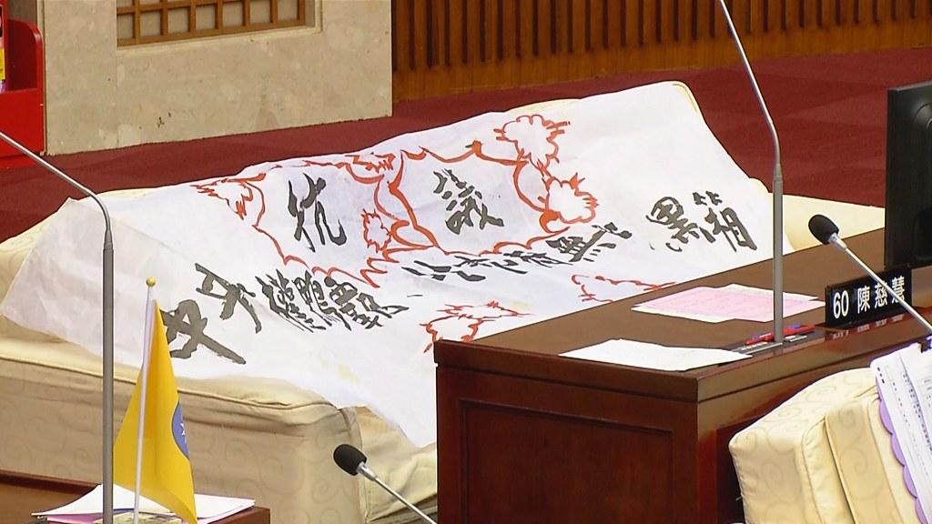 917-1-232016年11月,環保署請台北市替雲林縣代燒兩萬多公噸垃圾,密件曝光後,引來議員砲轟。