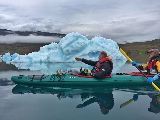 Manu Fernández (Etnica Producciones) en kayak en Groenlandia