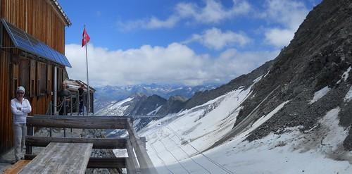Oberaarjoch Hut (3258m).