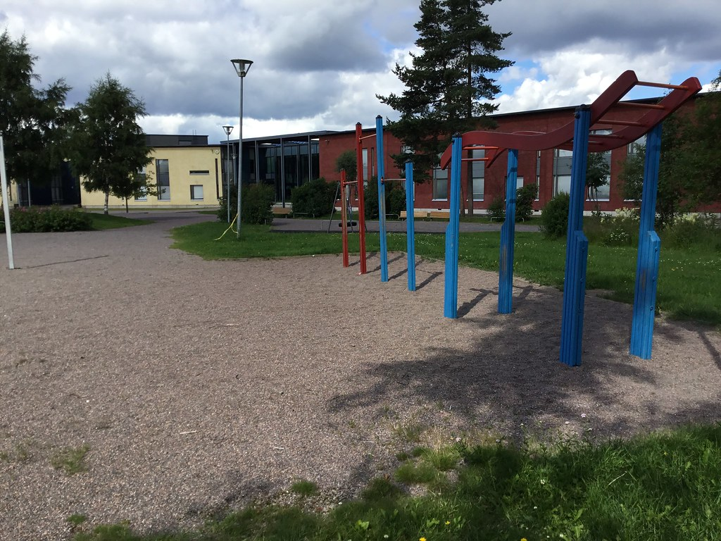 Kuva toimipisteestä: Juvanpuiston koulu / Ulkokuntoiluvälineet