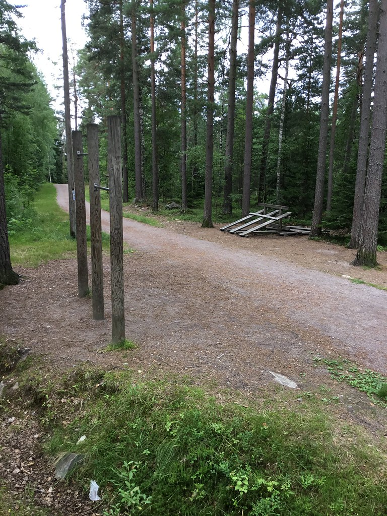 Kuva toimipisteestä: Leppävaaran urheilupuisto / Ulkokuntoiluvälineet (Kuntorata)