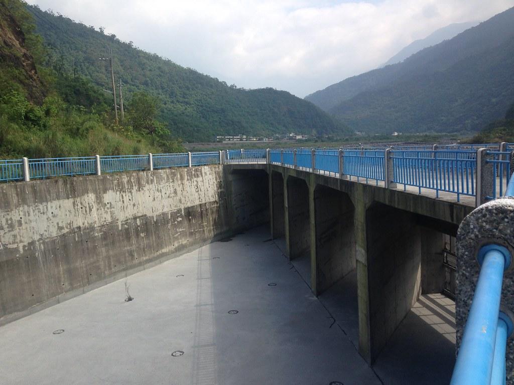 大潮州人工湖工程概念是管柵後方取水加地下集水廊道。攝影:廖靜蕙
