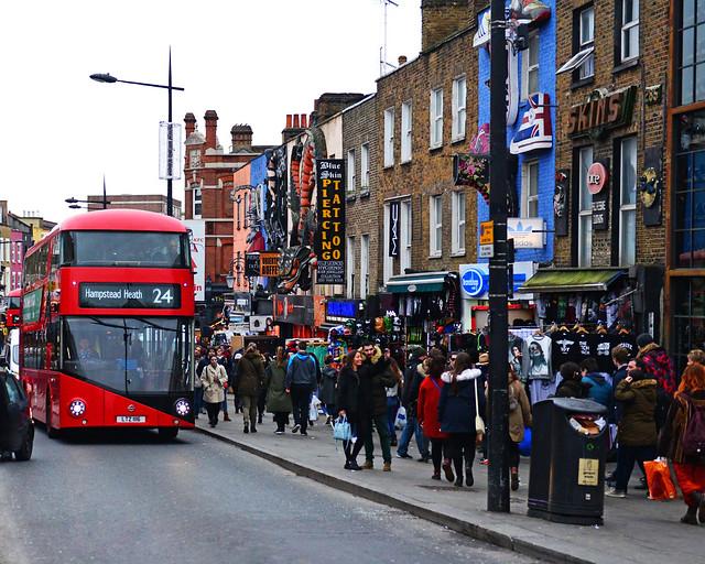 Camden Town, un autobús rojo y sus calles