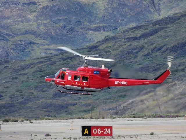 Helicóptero con el que sobrevolamos el glaciar Qorqup en Groenlandia