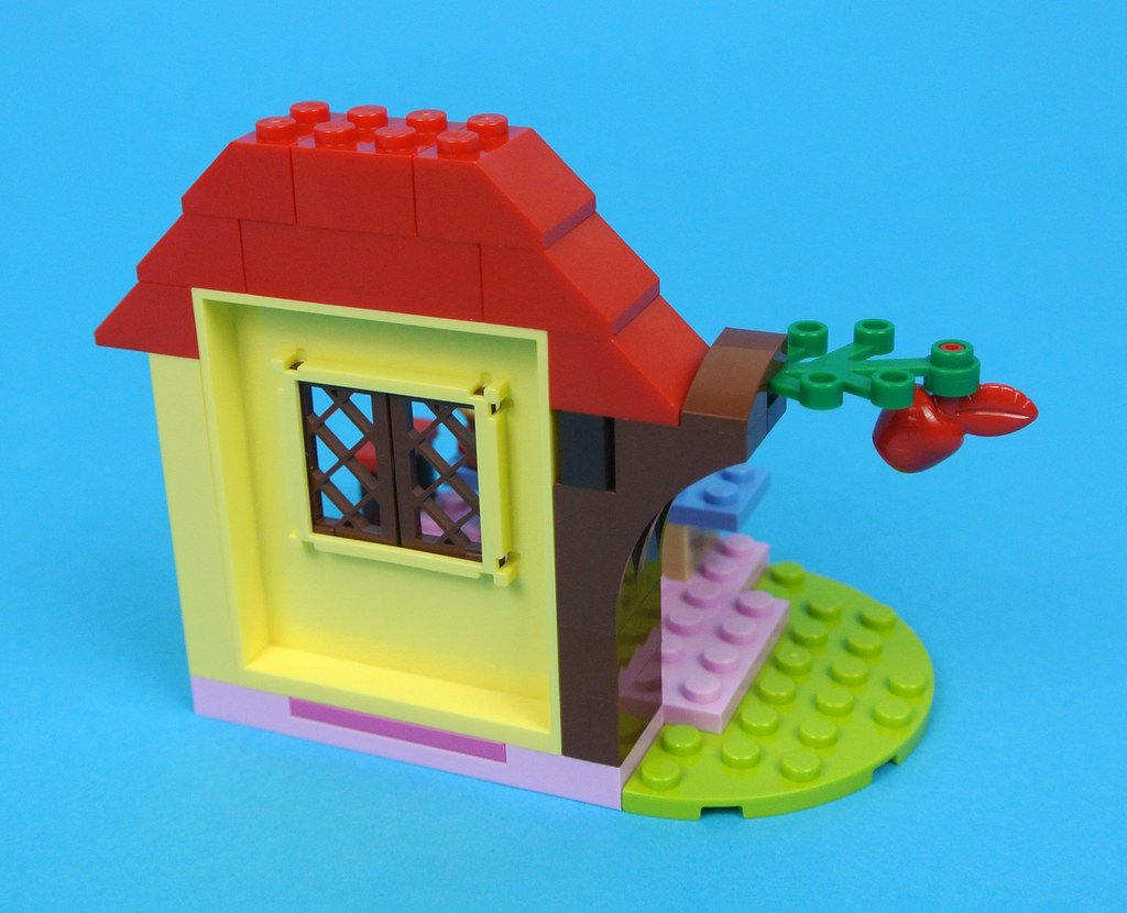 Lego Juniors 10738 Snow White S Forest Cottage Review