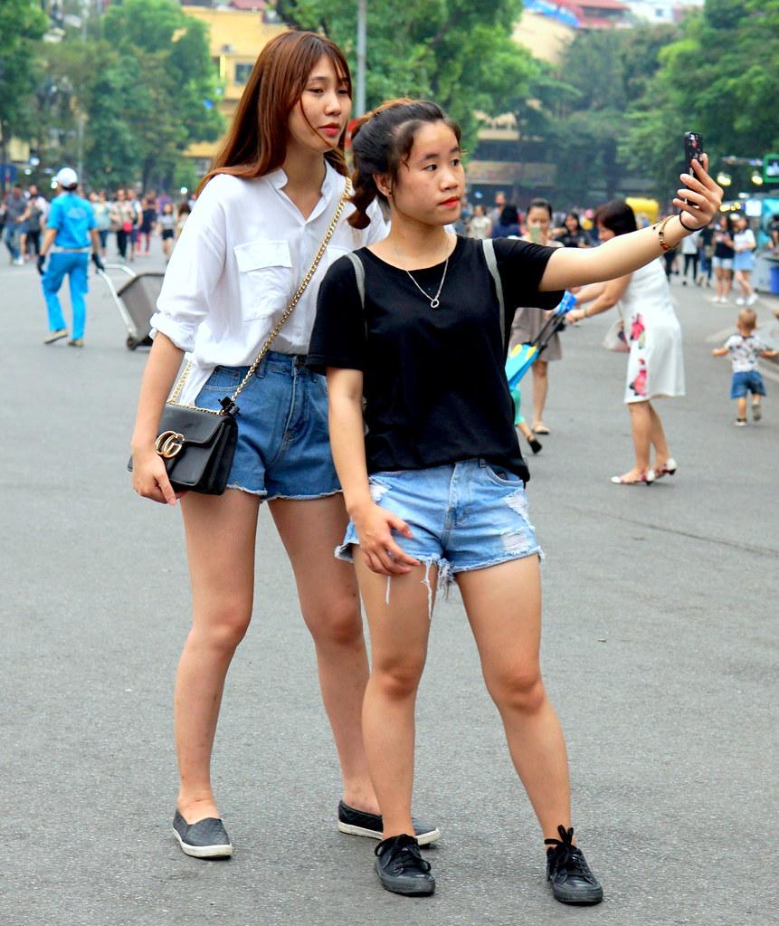 girls in blue denim shorts | street candid hanoi vn | flickr