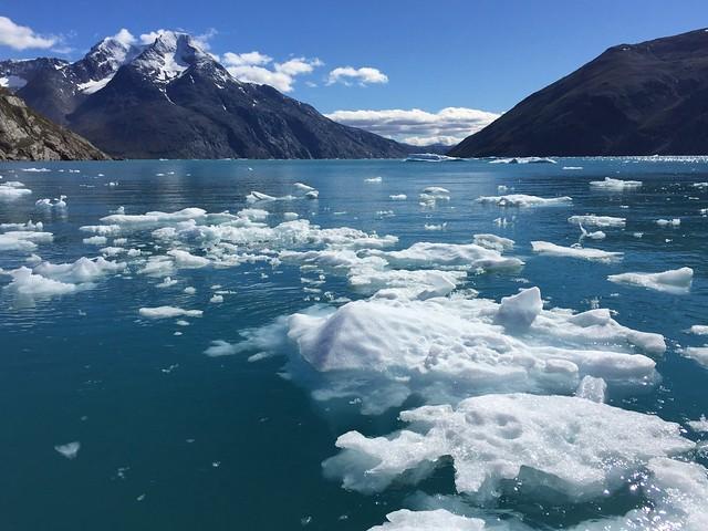 Fiordo helado en el sur de Groenlandia