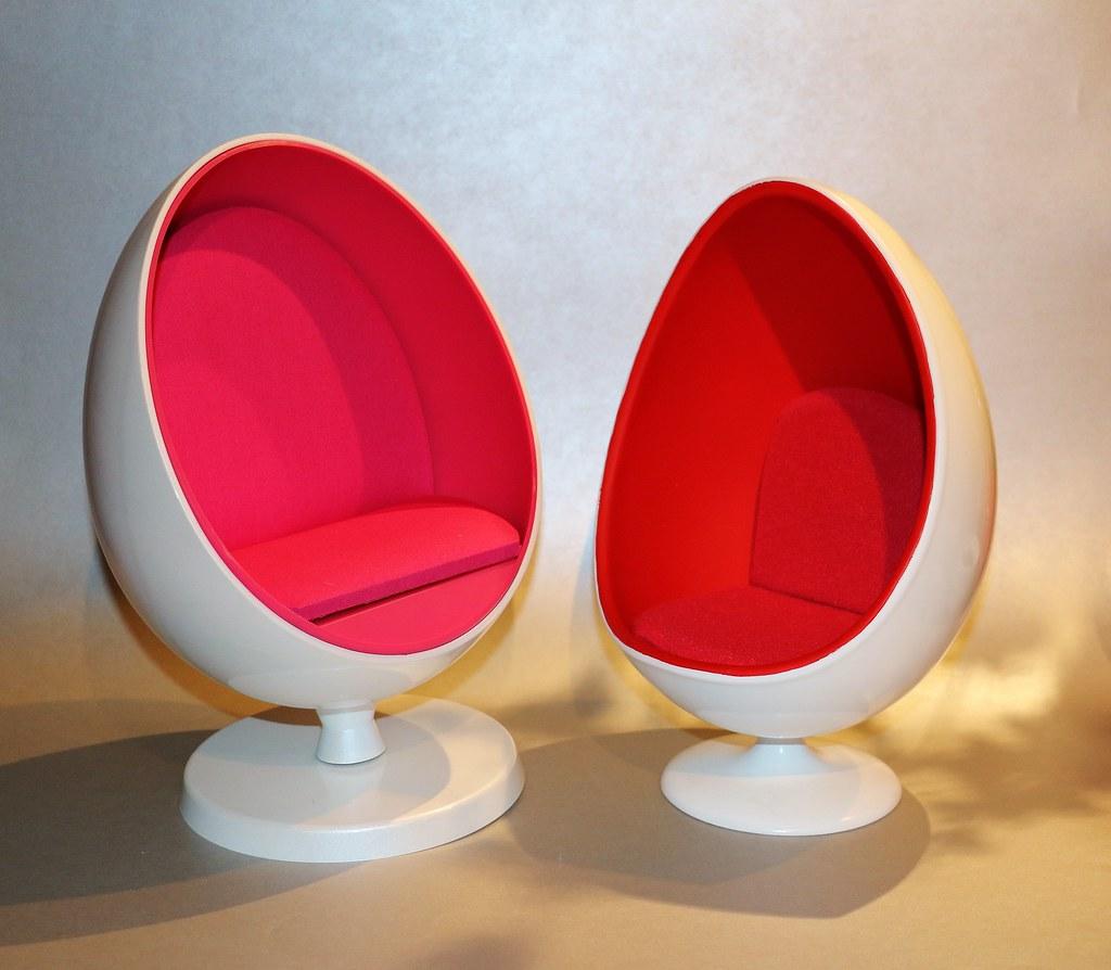... 1/6 Scale Egg Chair Comparison (Barbie V Super Duck) | By JennFL2