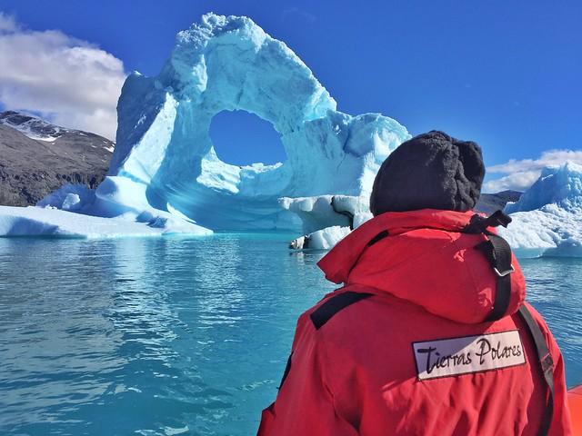 Ante un iceberg en el sur de Groenlandia