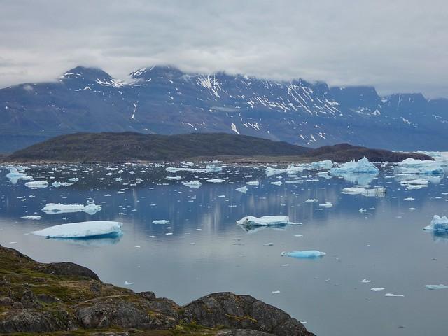 Bahía con témpanos de hielo