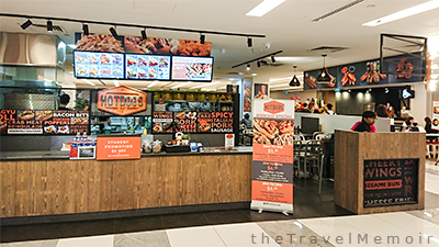 Hotdogs Inc is in PoMo Mall, where many adult students attend classes at schools such as Kaplan in the vicinity.