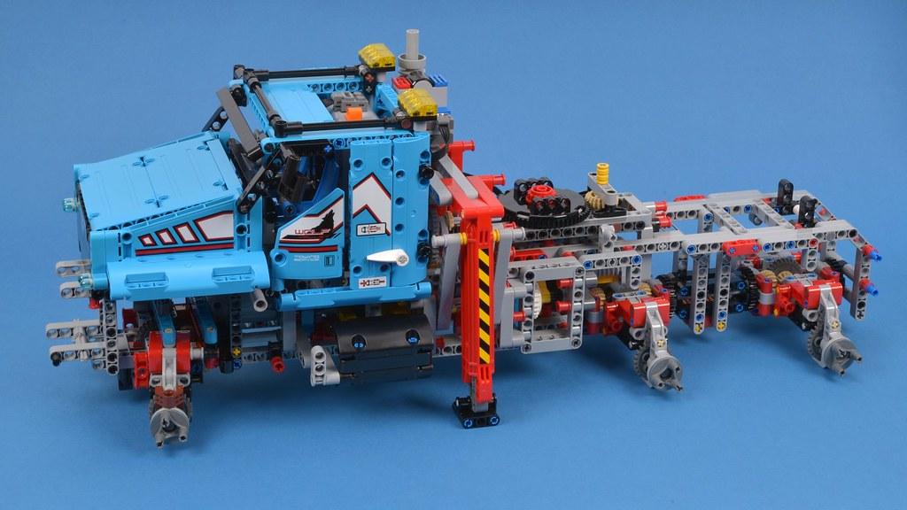 LEGO Technic 42070 6x6 All Terrain Tow Truck review | Brickset: LEGO