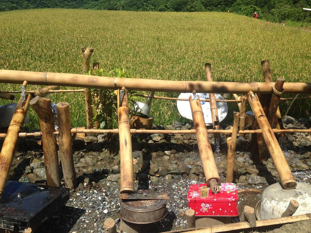 水搗米利用部落廢棄物做成,是藝術創作,也是實用的趕鳥器具。攝影:廖靜蕙