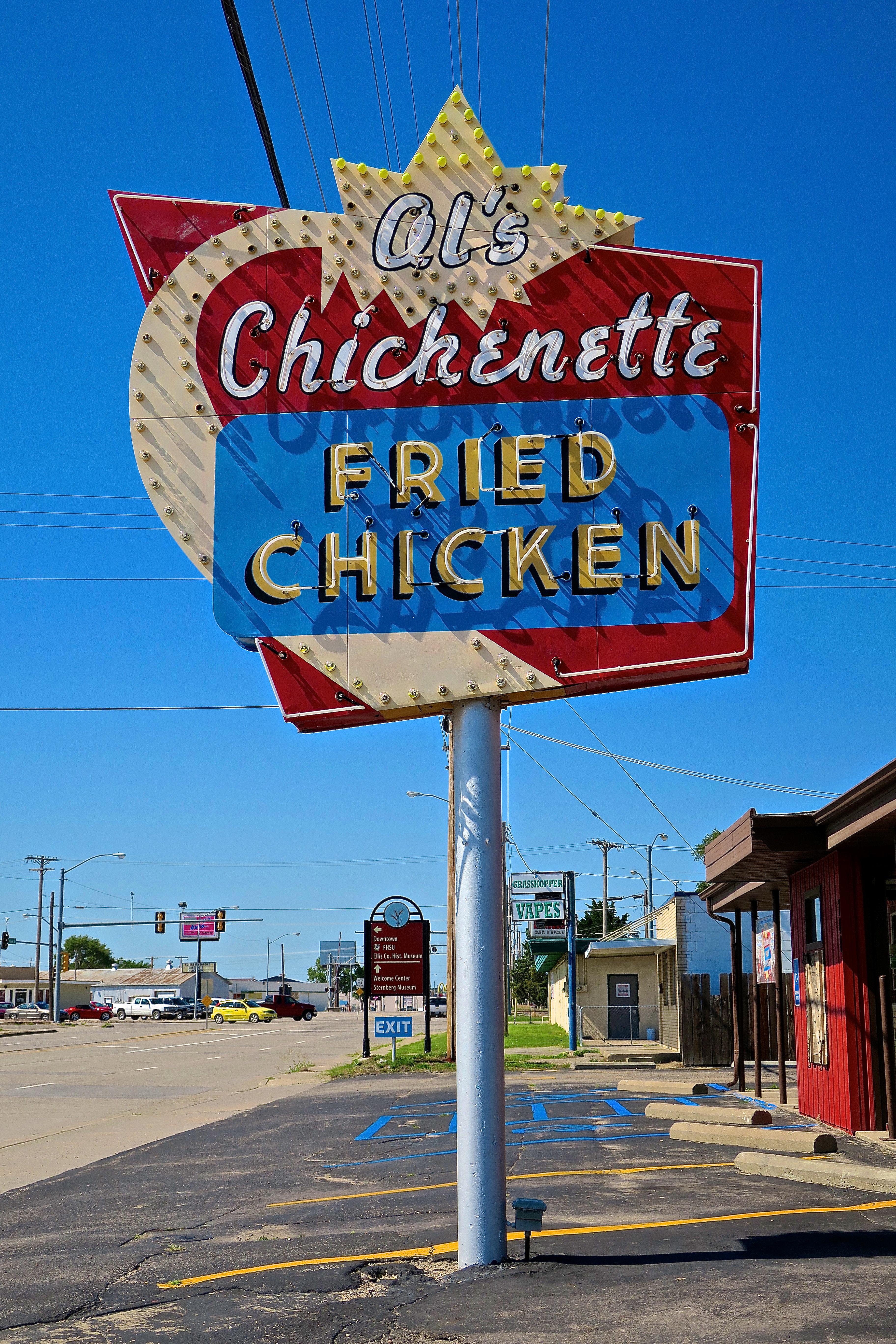 Al's Chickenette - 700 Vine Street, Hays, Kansas U.S.A. - July 4, 2016