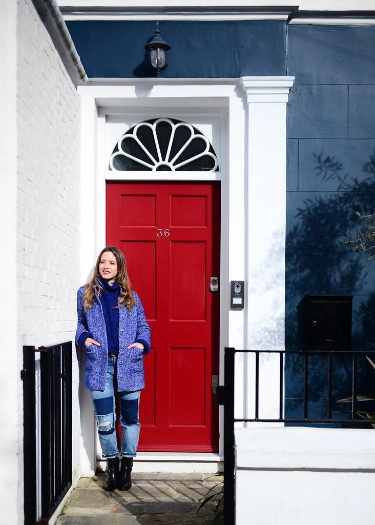 Frente a una de las muchas puertas de colores de Portobello