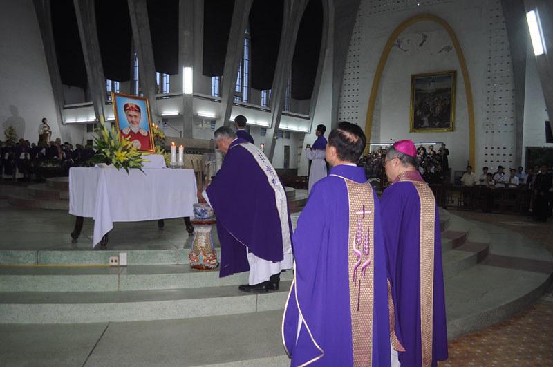 Tổng giáo phận Huế dâng lễ cầu hồn cho thân phụ Đức TGM Nguyễn Chí Linh