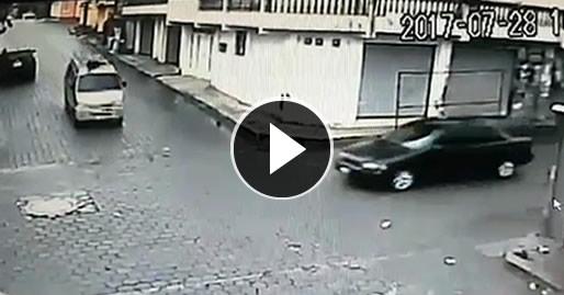 Cámara capta colisión de vehículos