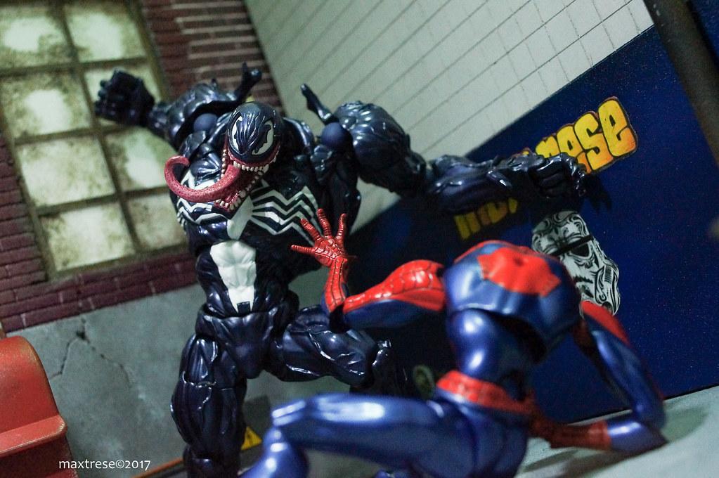 Revoltech Venom vs Revoltech Spider-man Yamaguchi