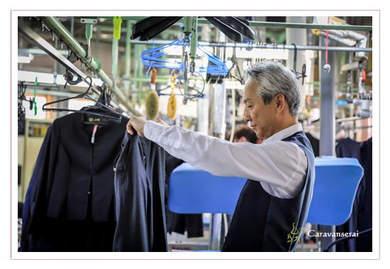 クリーニング店 アイックスの高級クリーニング部門の新規事業 ホームページ用写真の出張撮影 アイロン 洗濯 スーツ 背広 工場 職人