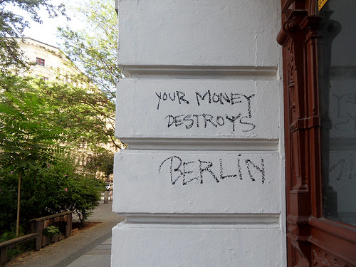 "Graffiti in einem Hauseingang in Berlin-Kreuzberg: ""Your money destroys Berlin"""
