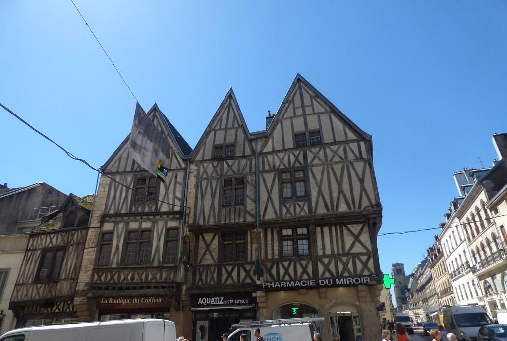 La Maison Du Miroir maison aux trois visages - la maison du miroir - rue de la… | flickr
