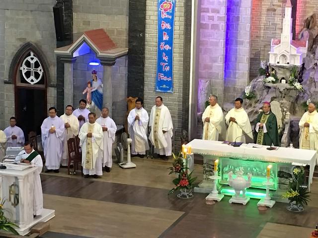 TGP Huế - Thánh Lễ Làm Phép Nhà Thờ và Cung Hiến Bàn Thờ Giáo xứ Hói Dừa