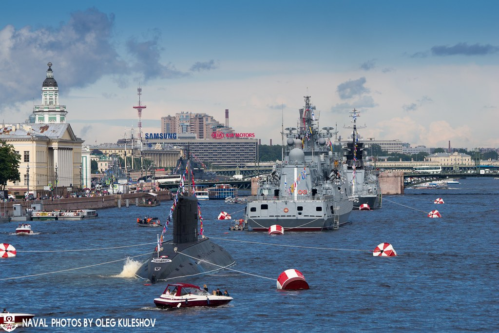 Боевые корабли на Неве