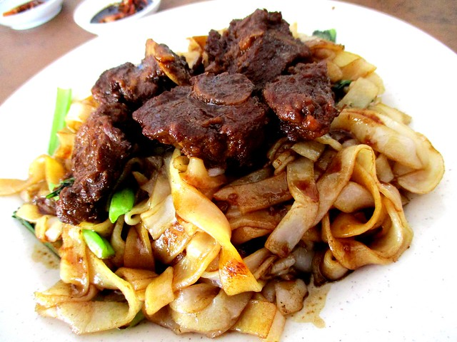 Stewed pork rib noodles 1