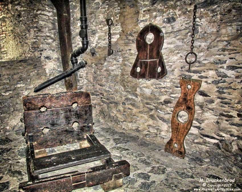 Medieval torture 1 - 5 5