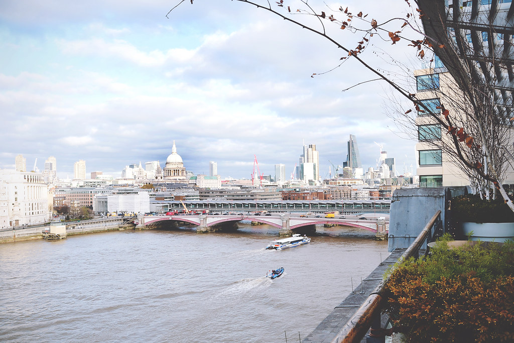 Skyline views of London from the terrace of the Oxo Tower restaurant | via It's Travel O'Clock