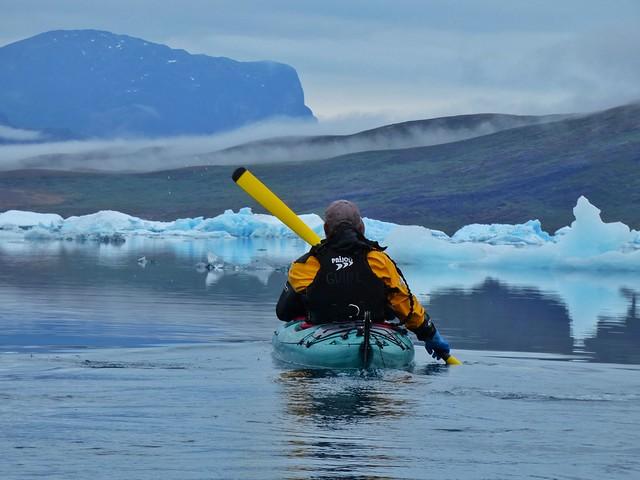 Haciendo kayak en Tasiusaq (Sur de Groenlandia)