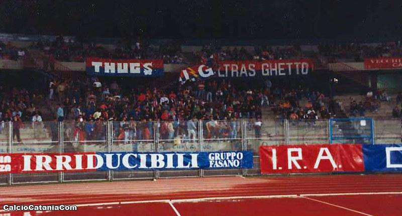 Uno spicchio dei 10.000 rossazzurri presenti quella notte al 'Cibali'