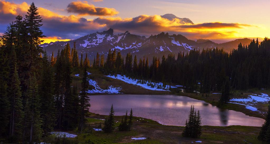 Sunset In The Mountains Chinook Pass Mt Rainier Np Wa