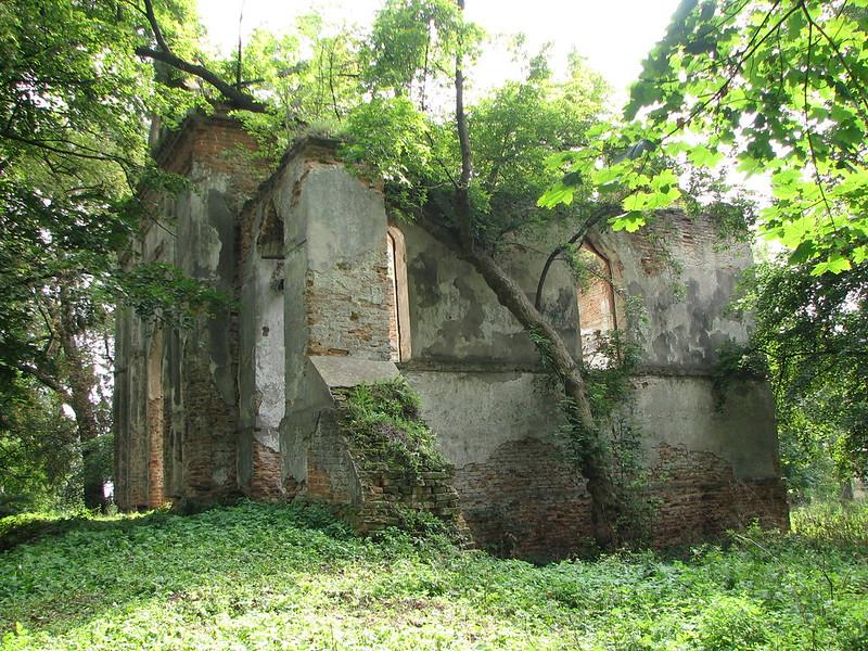 Каплиця на олицькому цвинтарі